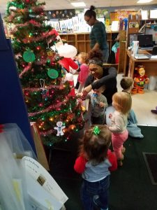 kids around a fake christmas tree